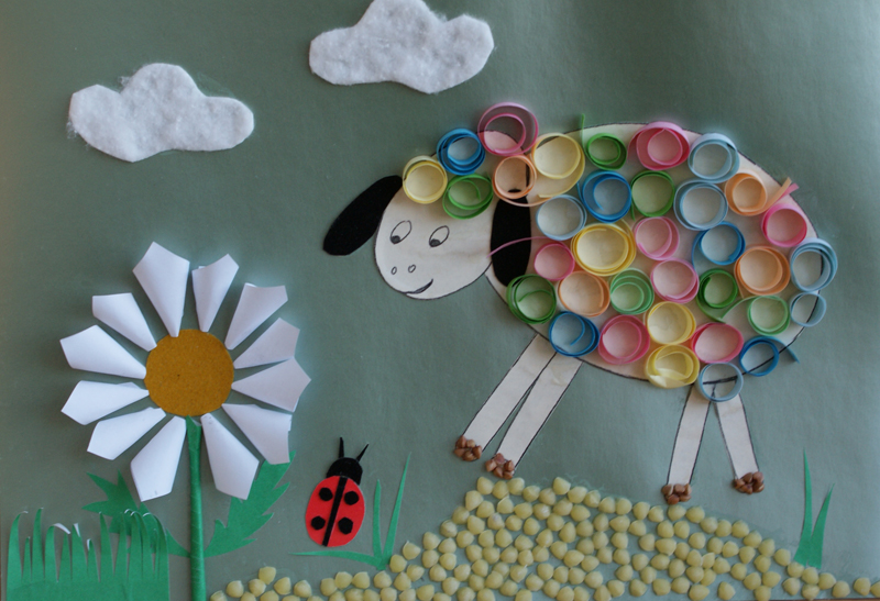 Traveling lamb. Materials: coloured paper, glue, cotton wool, grits.
