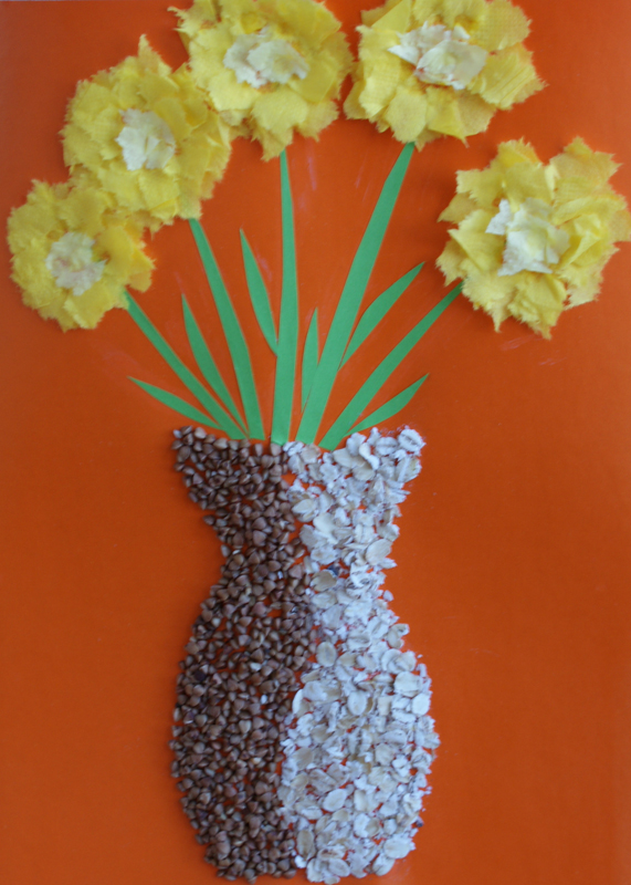 Sun in a vase. Materials: coloured paper, glue, buckwheat and oatmeal, napkins.