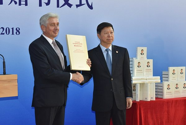 Gift from China: the Chinese Delegation Increases the National Library of Belarus Funds
